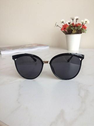 Siyah gözlük