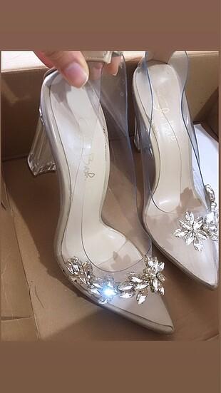 Şeffaf topuklu ayakkabı