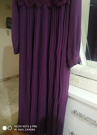 LC Waikiki Pileli güpür detaylı elbise