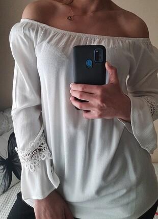 LC Waikiki Kolları Güpür Detay Volanlı Bluz