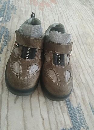 Çelik burunlu ayakkabı