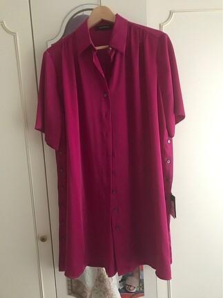 Fuşya renk 40 beden harika bir gömlek/ elbisedir.