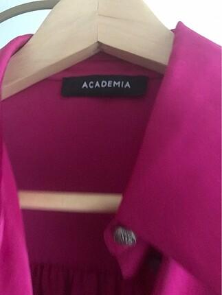 40 Beden pembe Renk Fuşya renk 40 beden harika bir gömlek/ elbisedir.