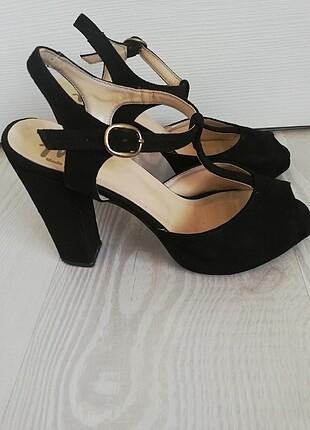 Ucu açık topuklu sandalet