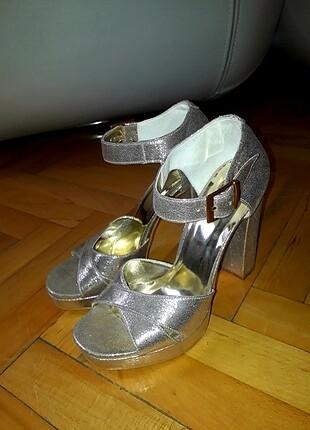 Topuklu şık sandalet