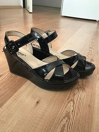 Flo Ayakkabı Dolgu topuklu ayakkabı