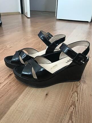 38 Beden Dolgu topuklu ayakkabı