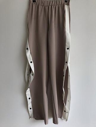 Yanları yırtmaçlı pantolon