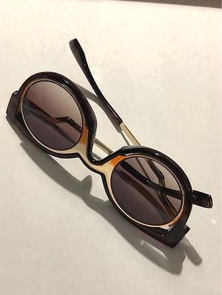 Designer güneş gözlüğü
