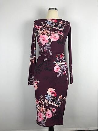 Çiçek desenli sırt dekolteli elbise