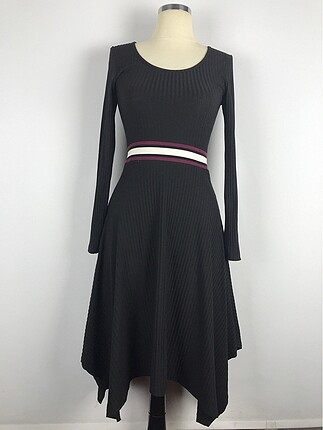 Günlük asimetrik etekli elbise