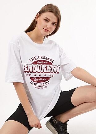 Beyaz Brooklyn Oversize T-Shirt