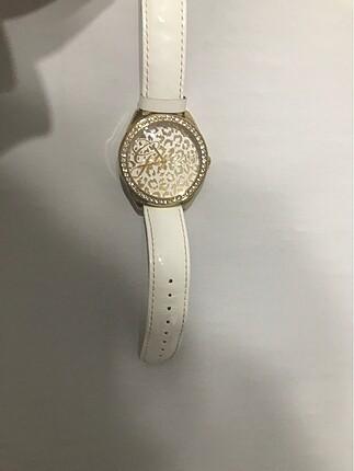 beyaz kordonlu saat
