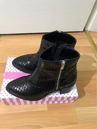 Pelinin Ayakkabıları Siyah Bot