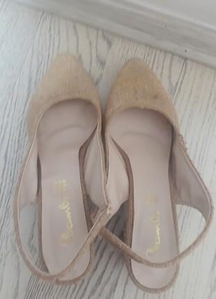 Kısa topuklu ayakkabi