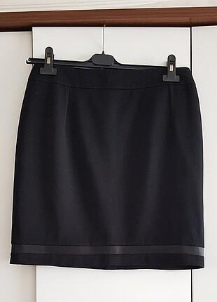 Siyah Deri Detaylı Mini Etek