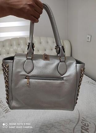 Matthew Cox gümüş çanta.