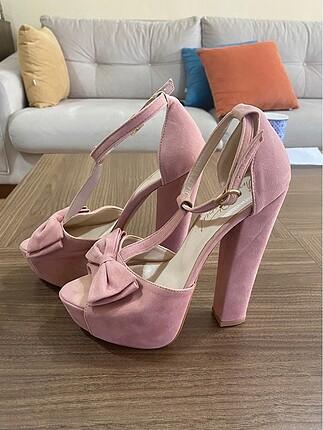 2 kere giyildi temiz ayakkabı