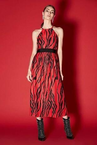 İpekyol kemerli kırmızı elbise