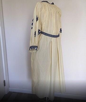 Kimono elbise çok iyi durumda kullanışlı rahat terletmez kumaş.