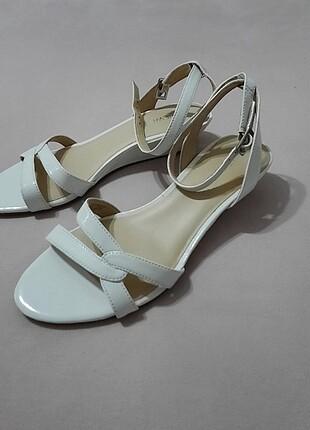Nine West beyaz sandalet