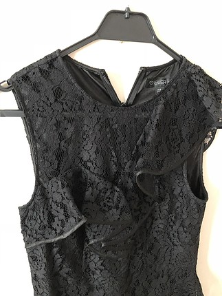 Siyah dantelli şık elbise