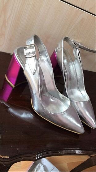 Gümüş ayakkabı