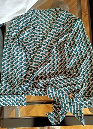 Bershka kruvaze yaka önden bağlamalı bluz