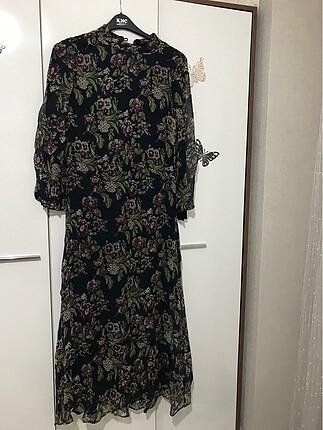 Yazlık çiçekli elbise