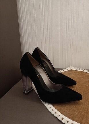 Süet, topuk detaylı ayakkabı