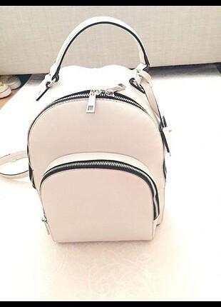 Bershka beyaz sırt çantası