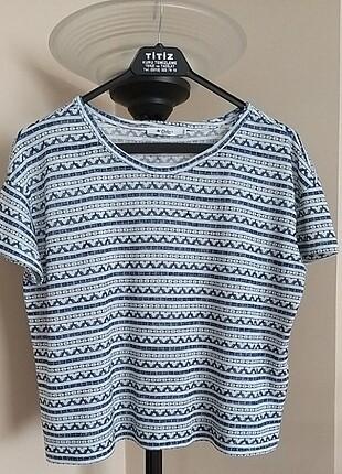 COLIN'S marka lâcivert beyaz desenli kısa kollu bluz .