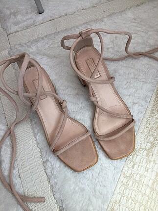 uzun ipli bağlamalı topuklu ayakkabı