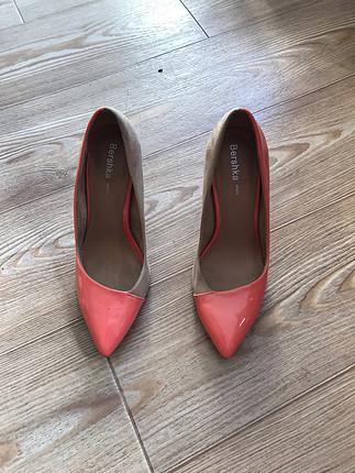 Turuncu deri detaylı Topuklu Ayakkabı