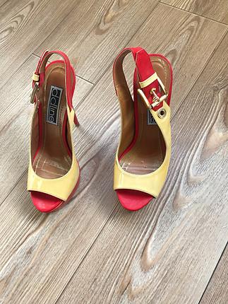 Renkli topuklu ayakkabı