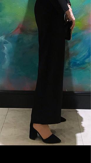 Siyah kalın topunlu stiletto