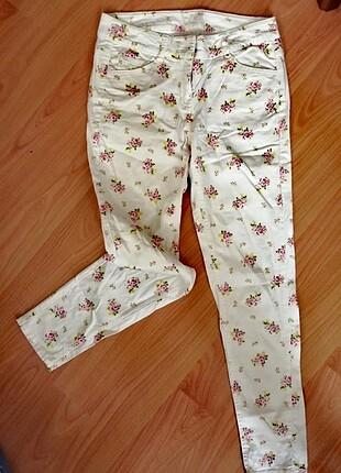 Mudo beyaz cicekli pantolon