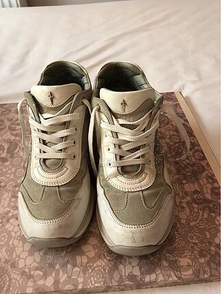 Beyaz-gri spor sneakers ayakkabı