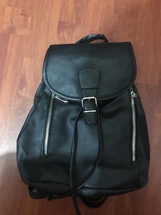 Askılı sırt çantası