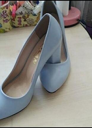 Bebe mavisi topuklu ayakkabı