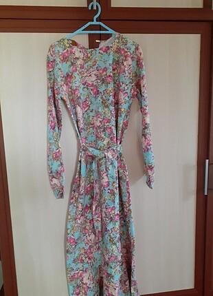 Kot çiçekli elbise
