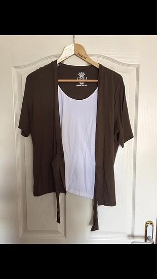 Tişört ve hırka(birbirine yapışık)