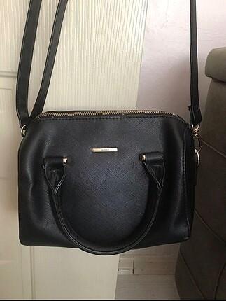Siyah uzun askılı çanta