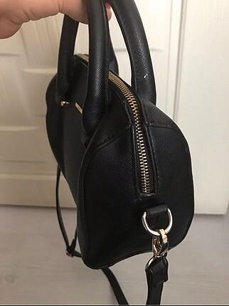 Bershka Siyah uzun askılı çanta