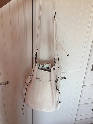 Beyaz kol çantası