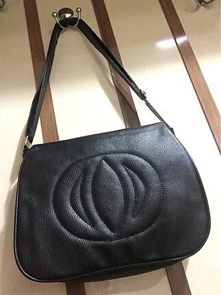 Askılı siyah çanta