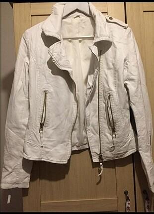 Beyaz yapay deri ceket