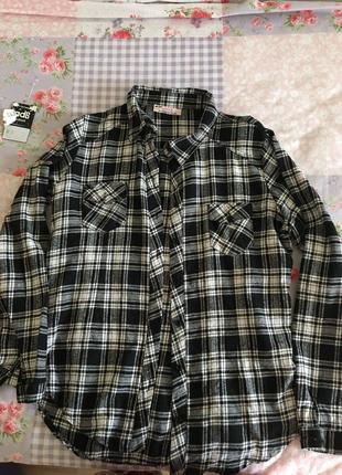 Siyah beyaz kareli oduncu gömleği