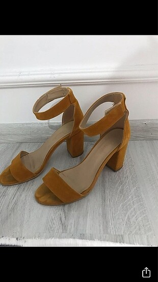 Hardal rengi kalın topuklu ayakkabı