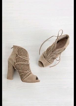 etiketli ayakkabi